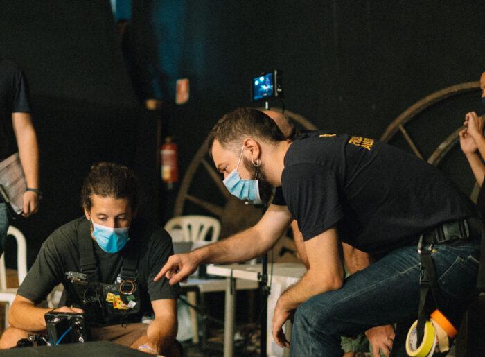 Dos miembros del equipo durante el rodaje de la Publicidad Institucional Andalucía